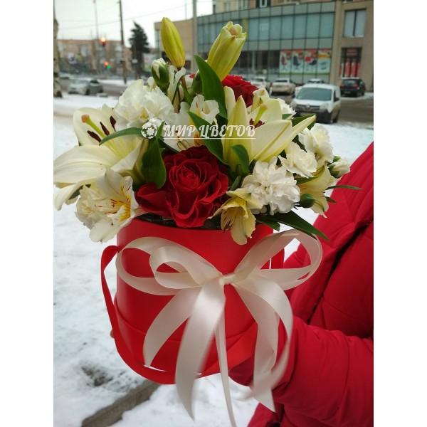 Коробка круглая микс цветов Лилия flowerbox