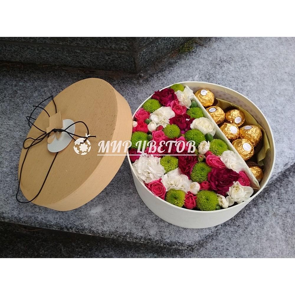 Коробка круглая с цветами и ферреро роше