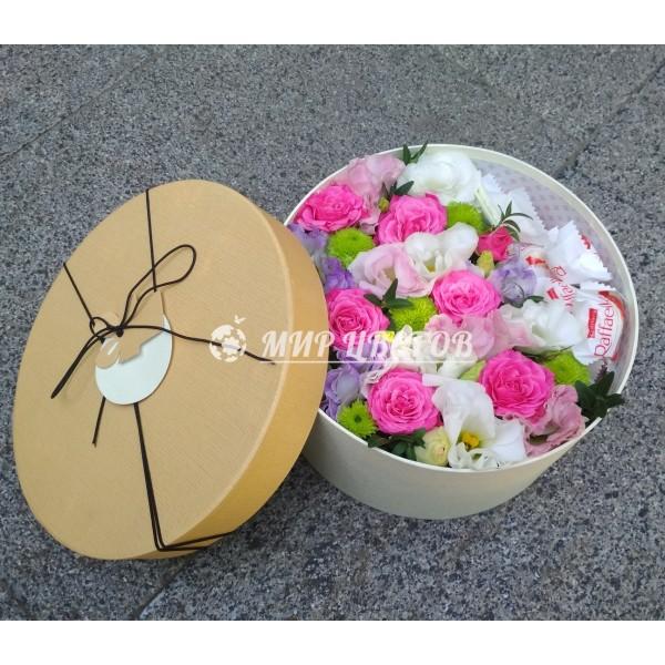 Шляпная Коробка с цветами и рафаэлло