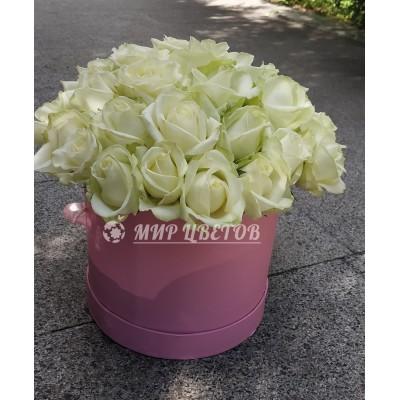 Коробка круглая с белыми розами flowerbox