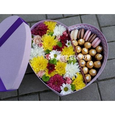 Коробка сердце большое с цветами и сладостями