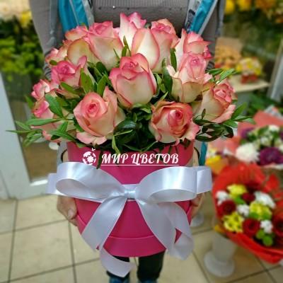 Коробка круглая с розовыми розами flowerbox