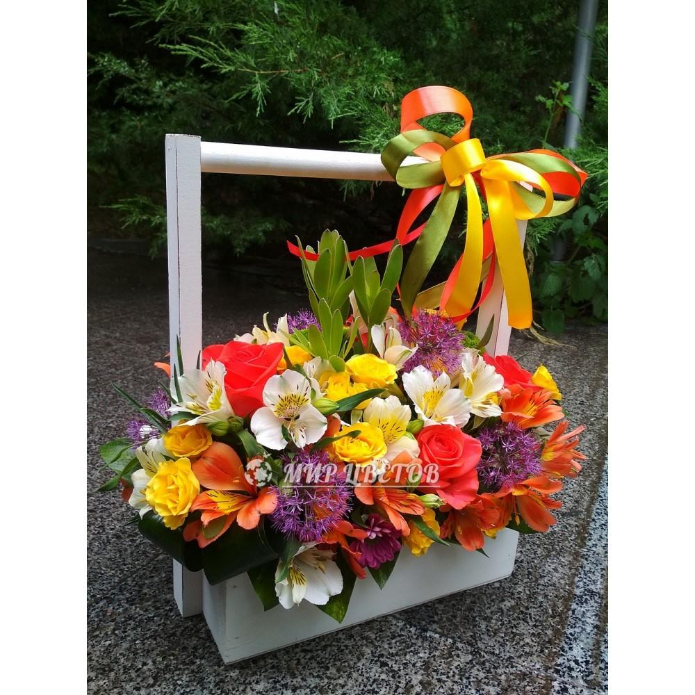 Деревянный ящичек с цветами Лето