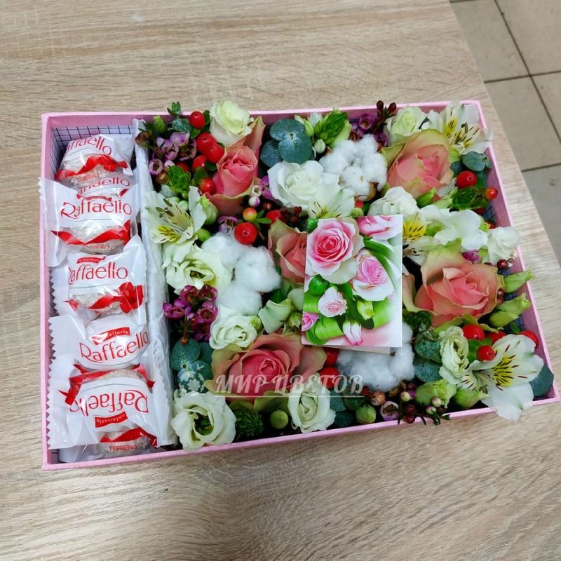 Коробка с цветами и рафаэлло