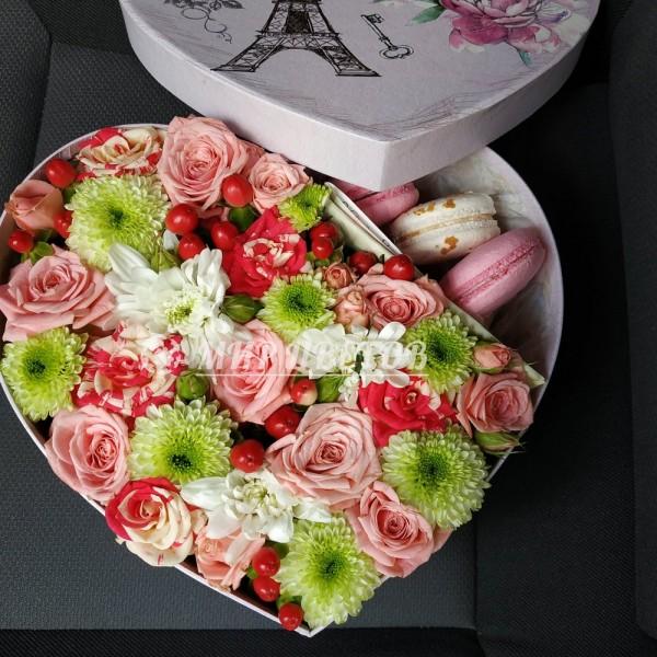 Коробка Сердце с макарунами