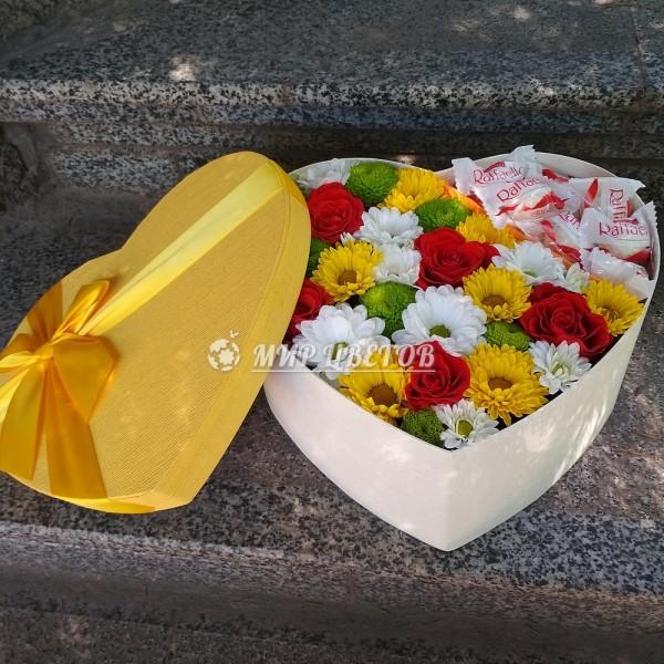 Коробка сердце микс цветов и рафаэлло