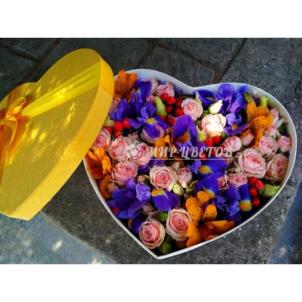Коробка сердце c цветами