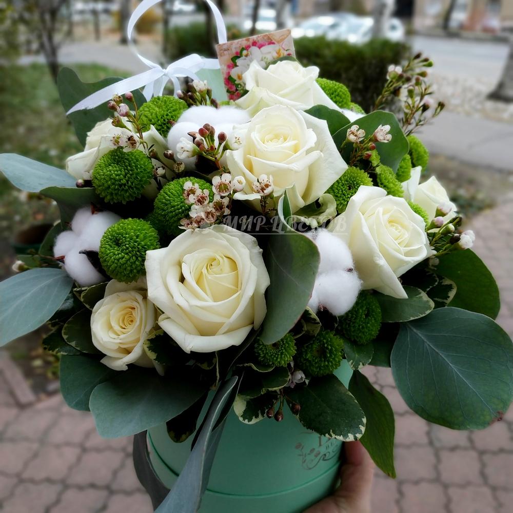 Коробка круглая с цветами микс Грин