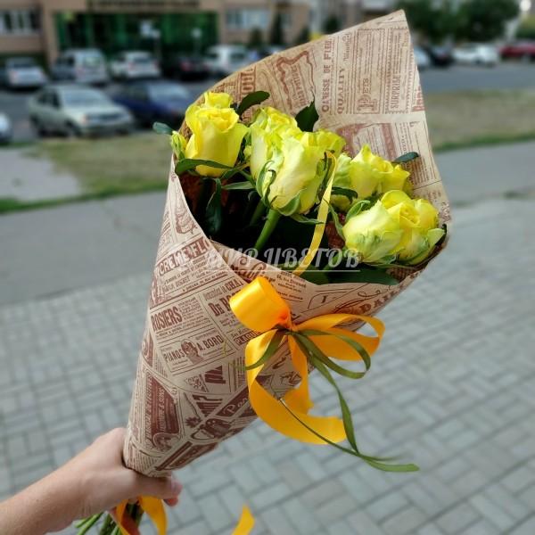 Букет 11 Желтых роз в упаковке крафт