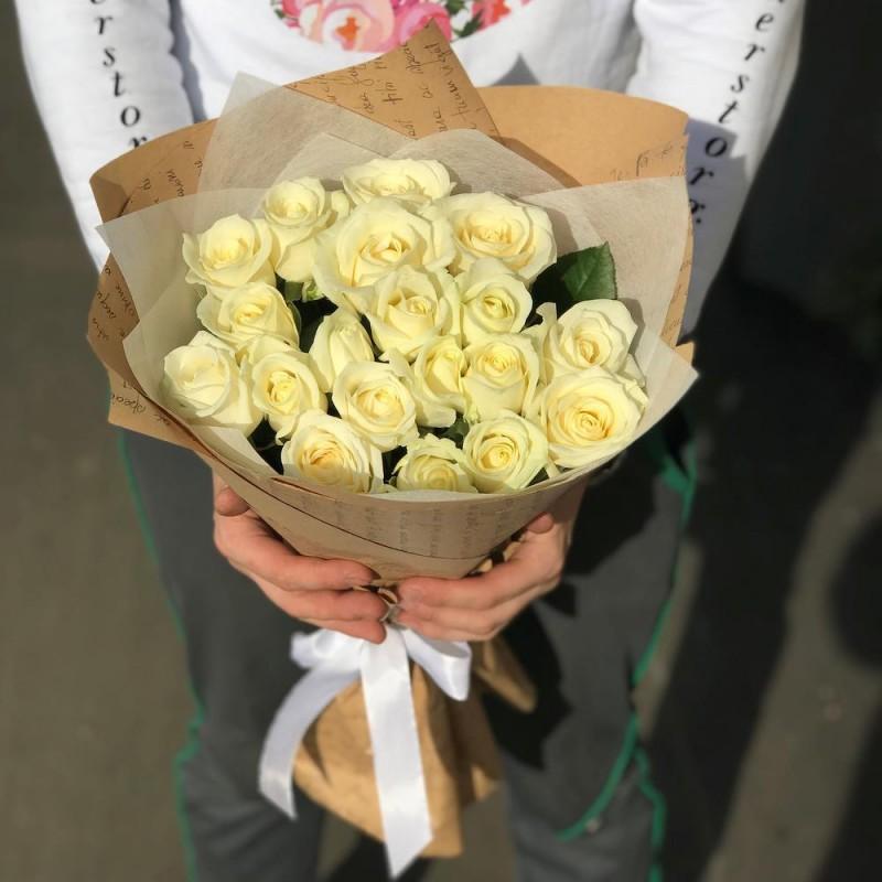 Букет 19 белых роз 50см