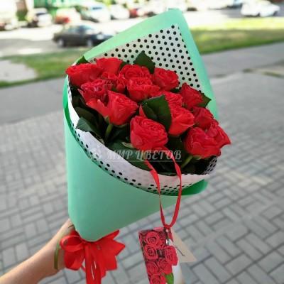 Букет 15 красных роз Эльторо в упаковке