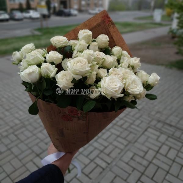 Букет 15 белых кустовых роз