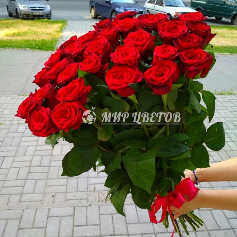 Букет 25 бордовых роз Гран-при 80см