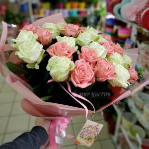 Букет 25 роз микс белые и розовые