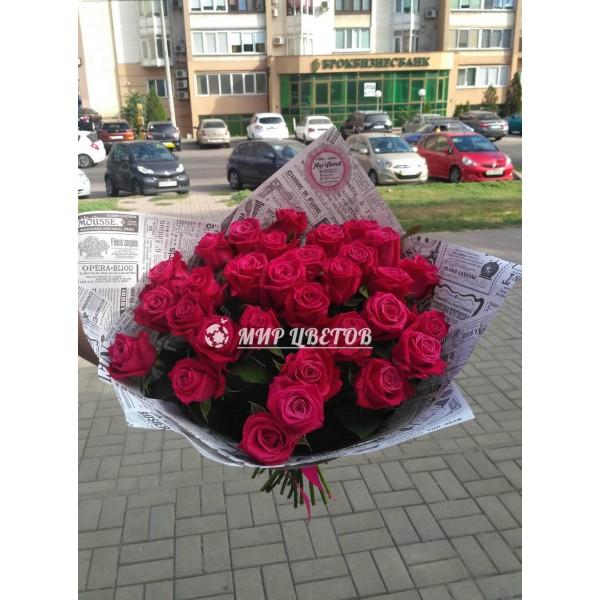 Букет 31 яркая розово-фиолетовая роза