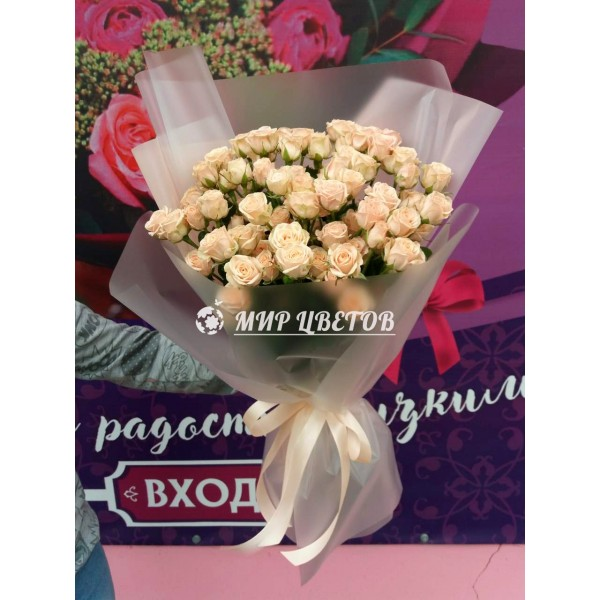 Букет 15 кустовых роз в кальке