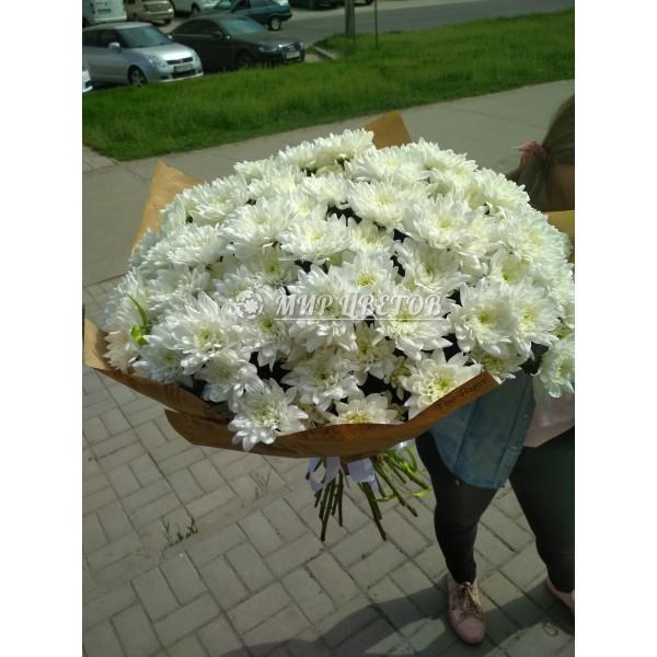 Букет 21 Белых Хризантем в упаковке крафт