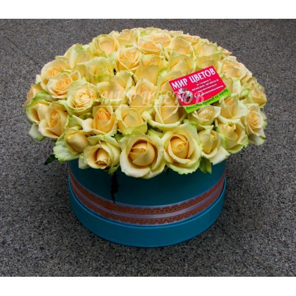Море персиковых роз в шляпной коробке