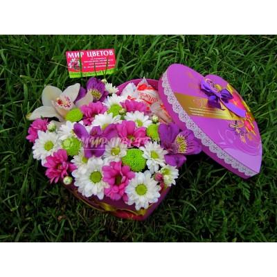 Коробка сердце с цветами, рафаэлло и орхидея