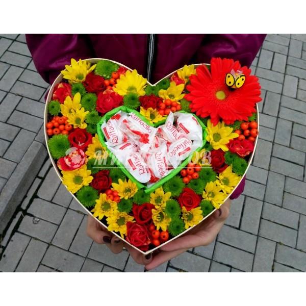 Коробка Макси Сердце с цветами и рафаэлло