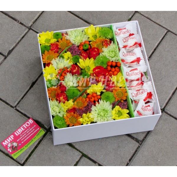 Коробка с цветами и рафаэлло Яркие Краски