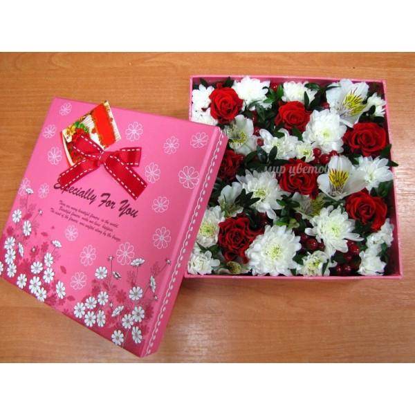 Коробка с цветами квадратная