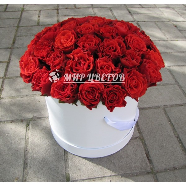Коробка круглая с красными розами flowerbox