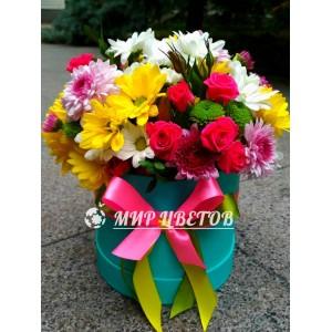 Коробка круглая с цветами микс