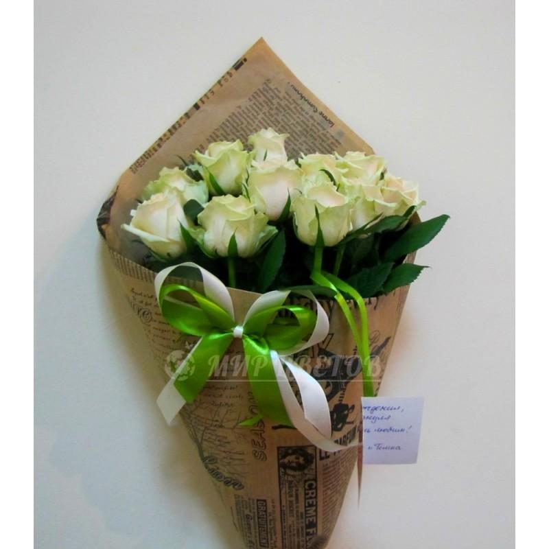 Букет 11 белых роз в упаковке крафт