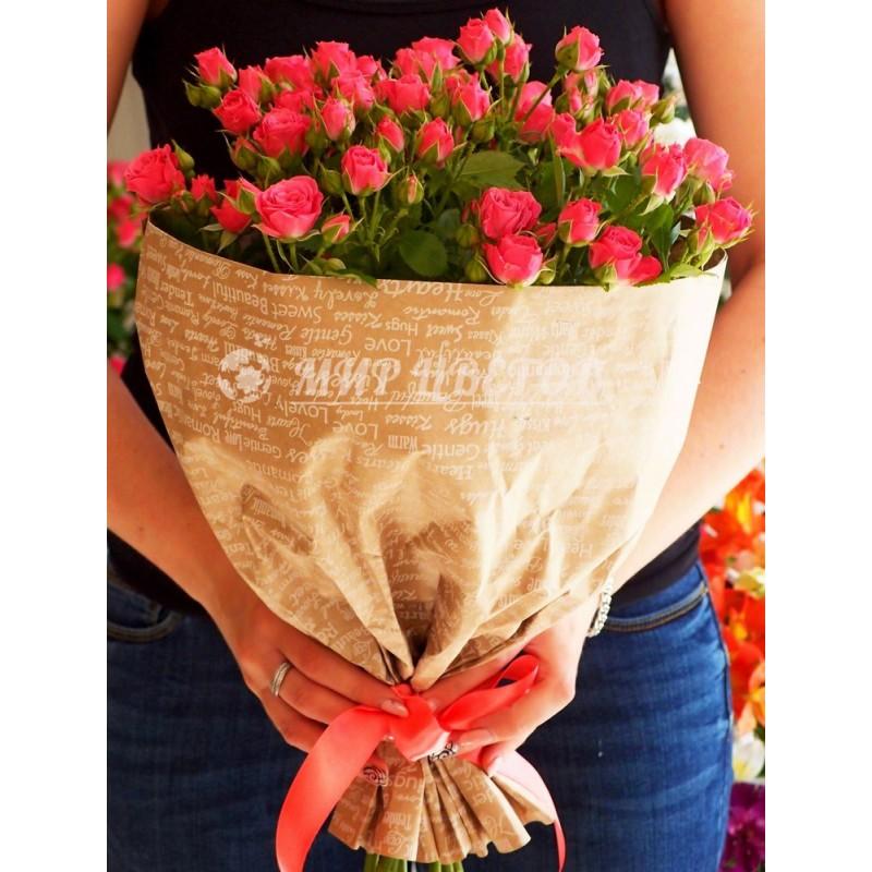 Букет 11 розовых веточных розочек в упаковке