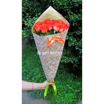 Букет 11 Коралловых роз в упаковке крафт