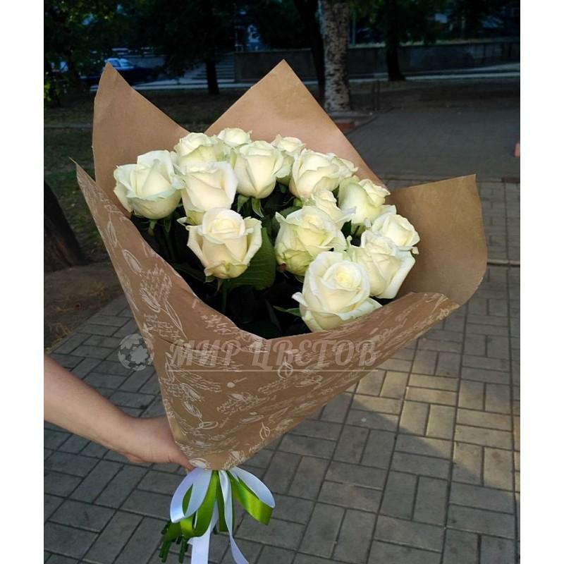Букет 15 Белых роз в крафте
