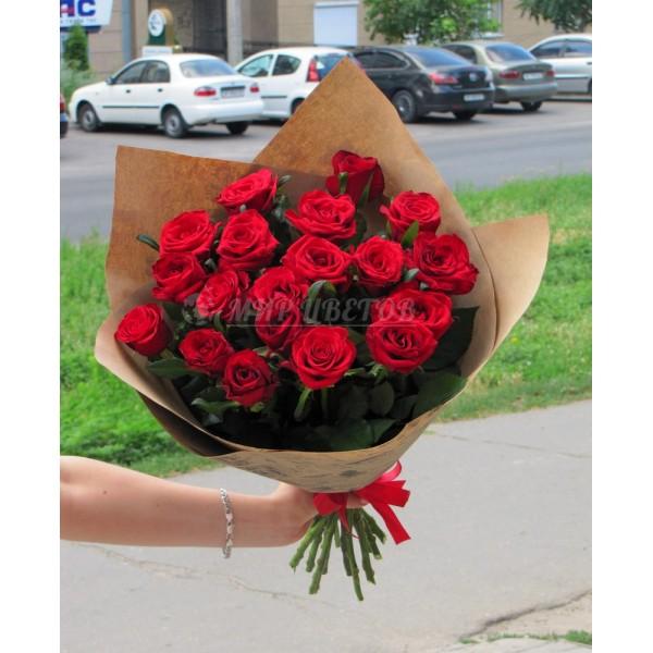 Букет 19 бордовых роз 70см в упаковке крафт