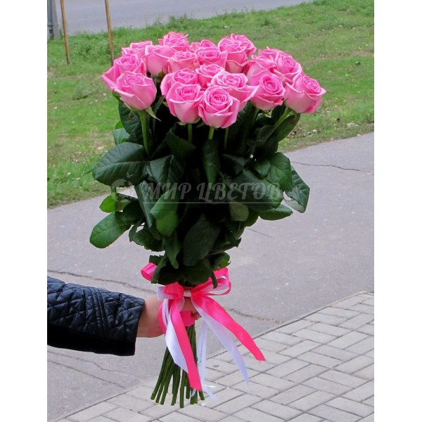 Букет 19 розовая роза сорт Аква