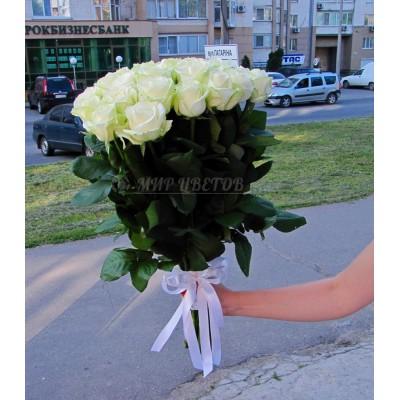 Букет 33 белых розы сорта Аваланж